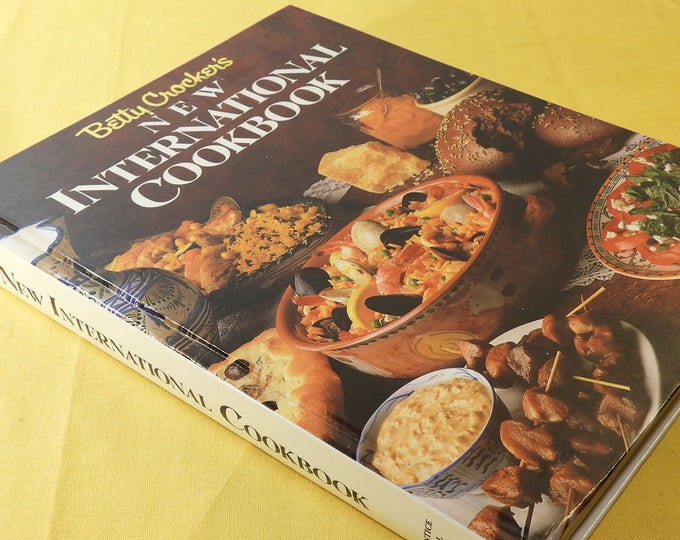 Vintage Betty Crockers New International Cookbook 1989, Colorful Pages w/Instructions Cookbook, Easy to Use Cook Book, Beginners Cookbook