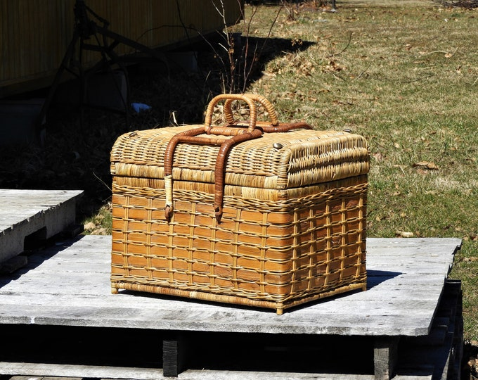 Vintage Rattan Trunk, Large Wicker Basket, Brown Picnic Storage, Bohemian Decor, Tropical Beach, Entryway Decoration, Wooden Hearth Box