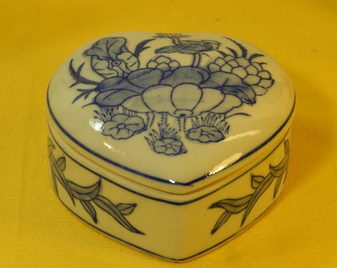 Vintage Oriental Heart Trinket Box Dish, Blue & White Trinket Storage Dish Bowl, Ear Ring Bowl, Jewelry Box,Heart Shaped Box,Old Trinket Box