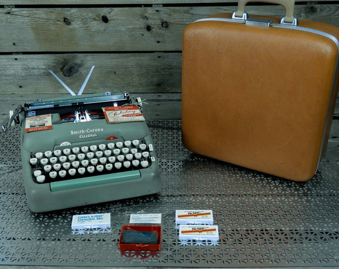 Vintage Green Typewriter, 1950s Retro, Smith Corona 5TE, Portable Electric, Rare Model, Carrying Case, Mint w White, Metal Body, Home Decor