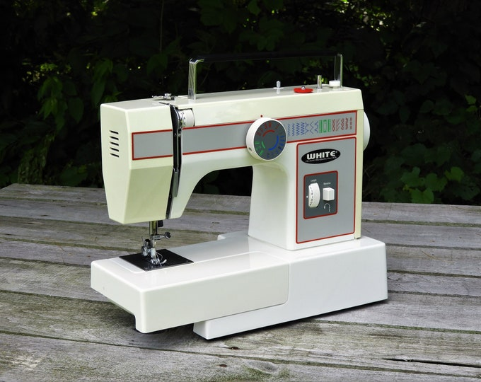 Vintage White 1499 Sewing Machine, Nylon to Denim, Dress Maker, Free Embroidery, Zig Zag, Button Hole, 16 Stitch, Adjustable Speed w Reverse