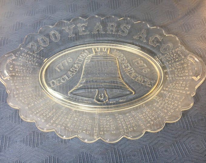 """Vintage Independence Day Bread Tray Platter, 1976 Liberty Bell Tray, Historical Collectible Tray, Oval Decorative Glass Tray Plate 13"""" x 9."""