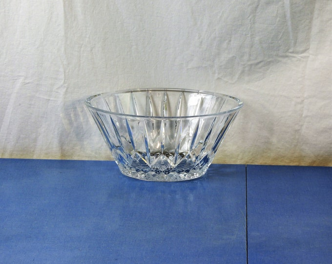 Vintage Crystal Bowl, Oval Cut Glass Dish, Clear Dinnerware, Fruit Storage, Kitchen Decoration, Collectible Glassware, Contemporary Decor