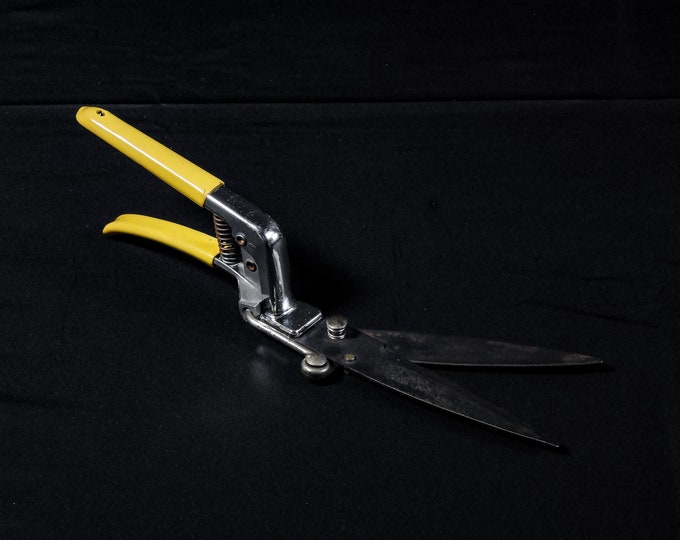 Vintage Wallace Clippers, Grass Shears, Forged Steel, Weed Cutter, Collectible Tool, Farm & Garden, Yellow Handles, Home Decor