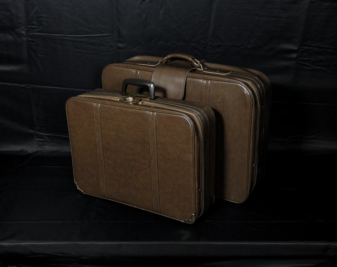 Vintage Brown Luggage, Nesting Suitcases (2), Bantam Travelware, Peters Bag, Smooth Vinyl, Carry On, Grain Pattern, Home Travel Decor