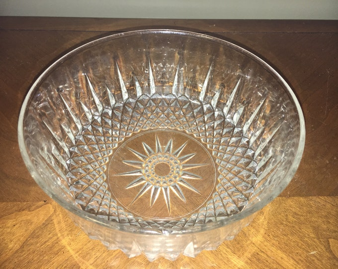 "Vintage Arcoroc France Crystal Bowl, Retro Diamond Pattern Dish, Glassware Serving Kitchenware, 8"" Wide x 3 5/8 Tall, Decorative Dish"