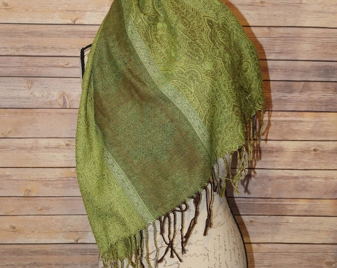 """Vintage Shawl Poncho, Soft 26""""-27"""""""" x 68""""-69"""" Green Brown Center Snowflake Decorative Fall Winter Coat Shawl, 100% Polyester Made in China"""