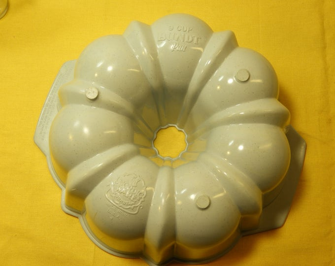 "Vintage Nordic Ware, 9"" Bundt Pan, Hard Plastic, Off-White Round, Craft Mold, Kitchen Decoration, Home Decor"