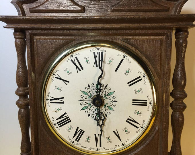 Vintage Spartus Model 144 Electric Wall Clock, Wood Look Wall Clock, Spartus Corporation Wall Clock, Wood Look Plastic Wall Clock