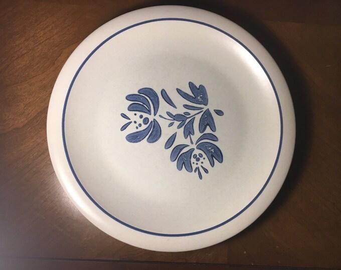 """Vintage Pfaltzgraff """"Yorktowne"""" Stoneware, Collectible Dinner Plate 10.25"""", Blue Floral Garden Ceramic Dish, Blue Ring Rim Decorative Round"""