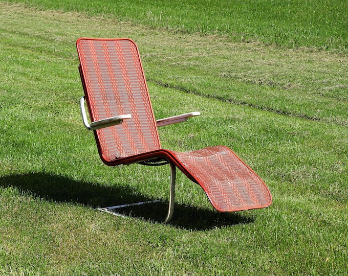 Mid Century Lloyd Looms Chair, Bouncy Chaise Lounge, Distressed Red Recliner, Red Floating Seat, Woven Patio Chair, Metal Loft Furniture