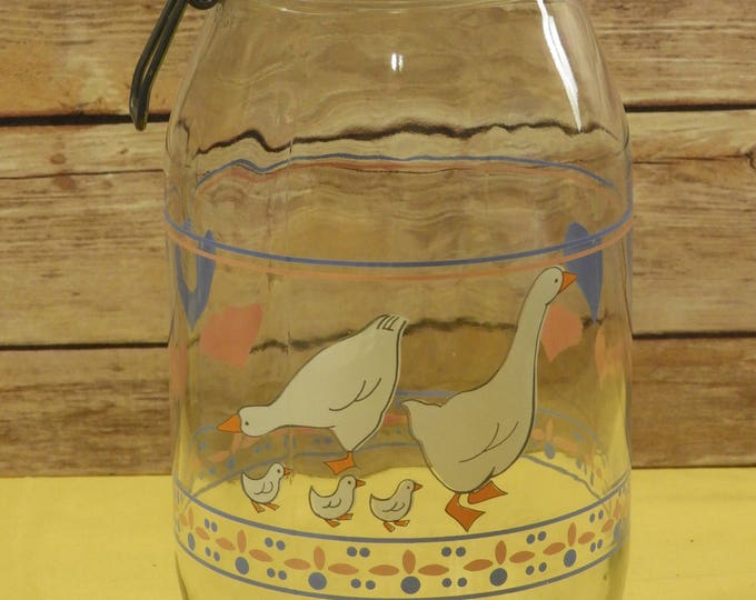 Vintage Arcoroc Duck Theme Glass Canister, 2 Liter Glass Apothecary Jar w/Rubber Seal, Ornate Glass Storage, Arco France, Kitchen Storage