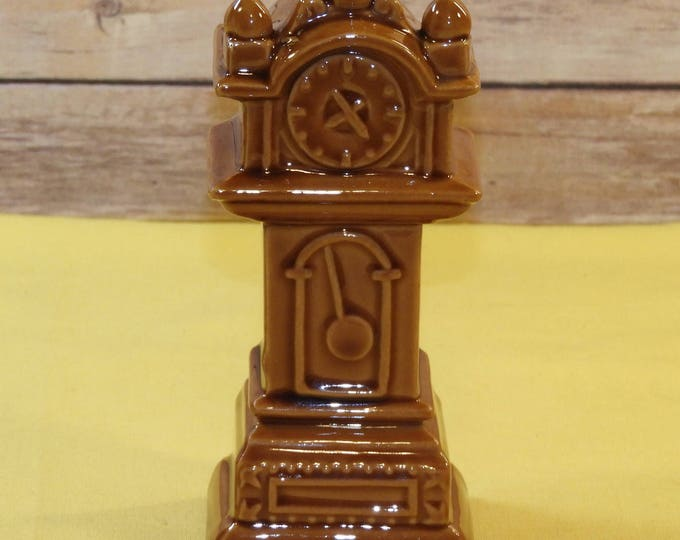 Vintage Grandfather Clock Salt Shaker, Decorative Golden Brown Shaker,Serving and Table Placement Dinnerware Piece,Kitchen Decor Collectible