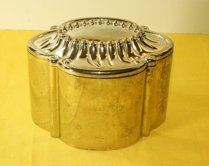 "Vintage Silver Box, Oval Velvet Lined Trinket Jewelry Ring Box,International Silver Company Dresser Vanity Dish Bowl,Scallop Polished 5.25"""