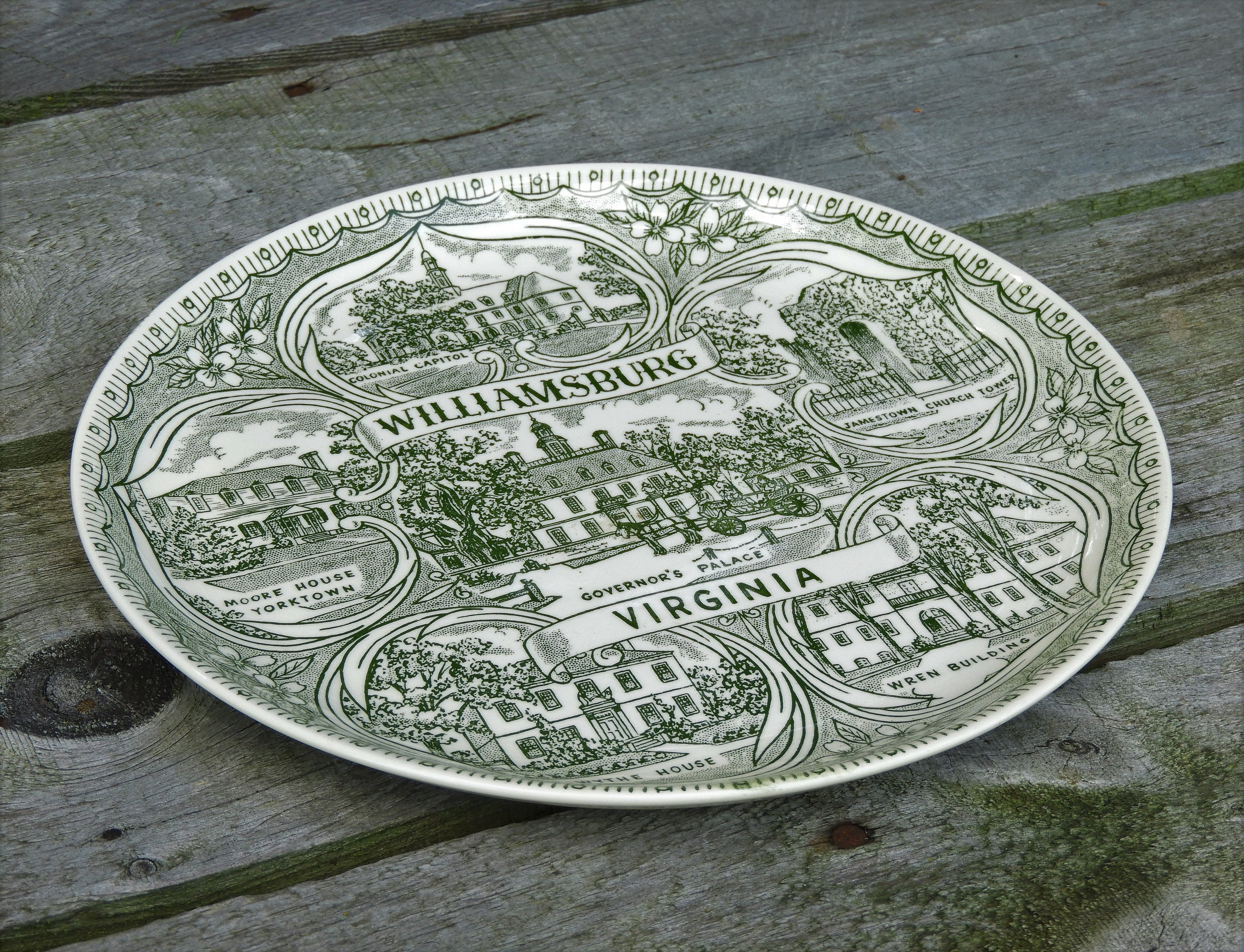 Williamsburg Commemorative Plate Virginia Pink and White Famous Sights to see FREE Plate Hanger Upon Request \u2013 just ask for it!