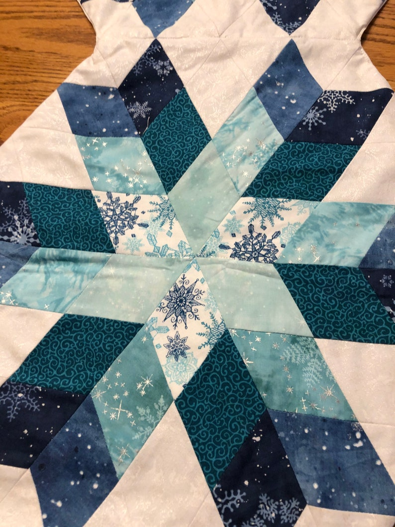 Snowflake Table Runner