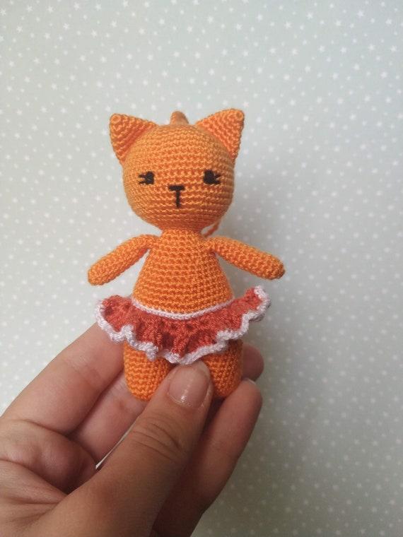 Cute Crocheted Laid-Back Cat [FREE Crochet Pattern] | 760x570