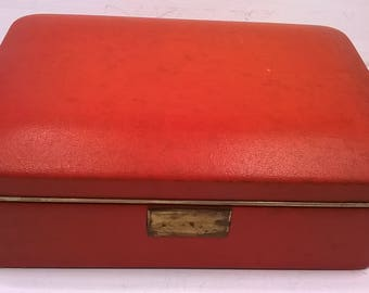 RED JEWELLERY BOX. leatherette