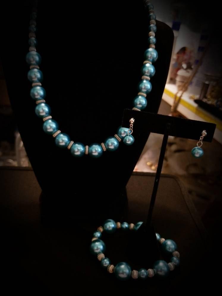 Set ART GLASS Beaded Pierced Earrings matching Bracelet 7-5 inches length VINTAGE beads dr3