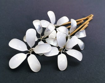 Five hair clips with delicate flowers