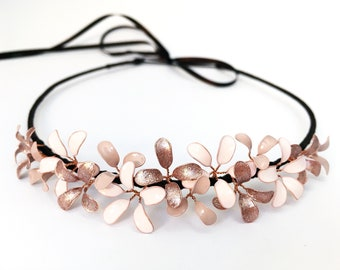 Crown with delicate blossoms in nude-rosé