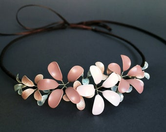 Headband with delicate blossoms in pink-rosé