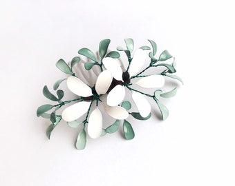Plug comb with flower design