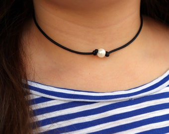 LEATHER PEARL NECKLACE: Single Pearl Necklace, One Pearl Necklace, Freshwater Pearl Necklace, Leather Pearl Choker, Leather Pearl Jewelry