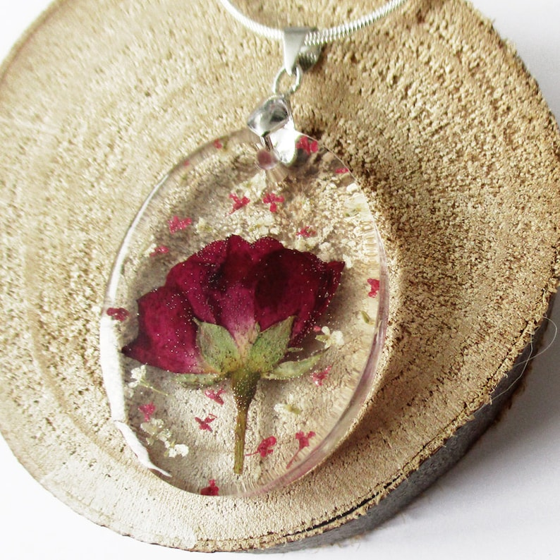Natural jewel Necklace in colorful dried flowers Rose Passion oval pendant in romantic flower resin