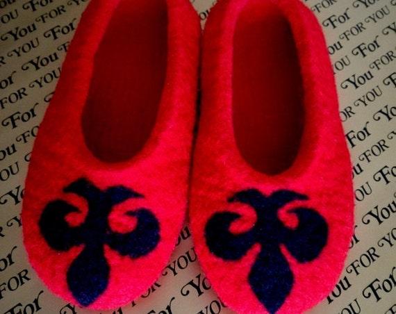 """""""Fleur de Lys"""" wool slippers"""