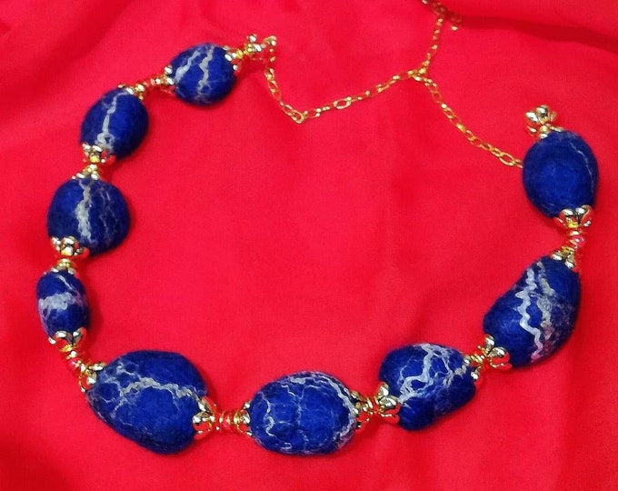 Lapis Lazuli necklace in felted wool.