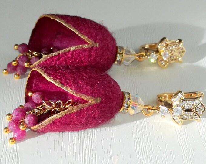 Boucles d'oreilles cocons vers à soie avec des pierres naturelles Rubis