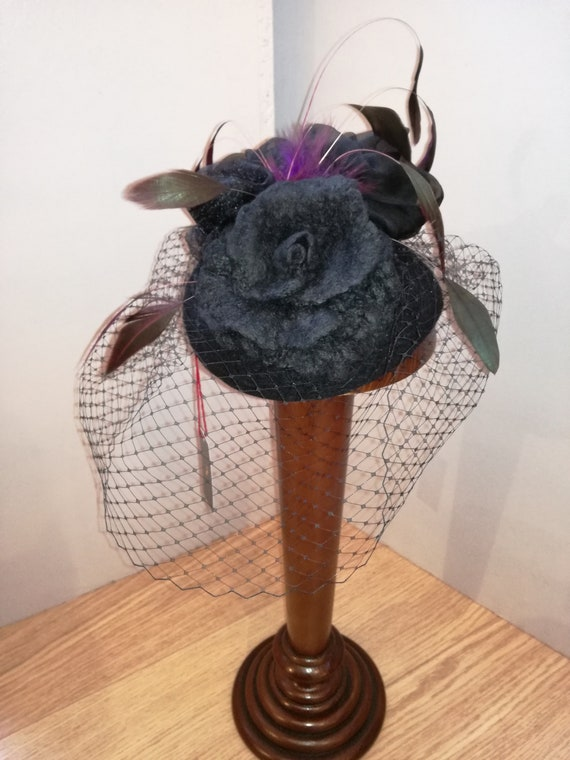 Cock feather hat in Merino Wool with a pink wool and three silk, ostrich and veil