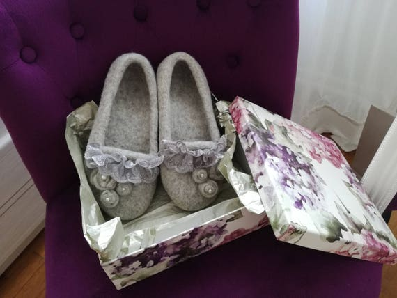 "Woolen slippers ""Shabby"" chic style, color gray"