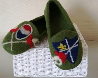"""""""Fencing Fan"""" woolen slippers"""