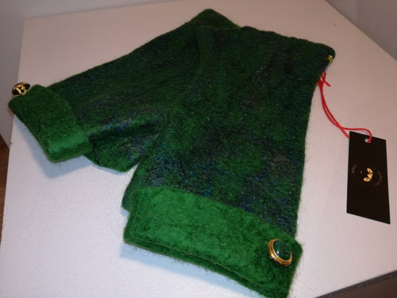 Merino Wool green with small buttons green mittens.