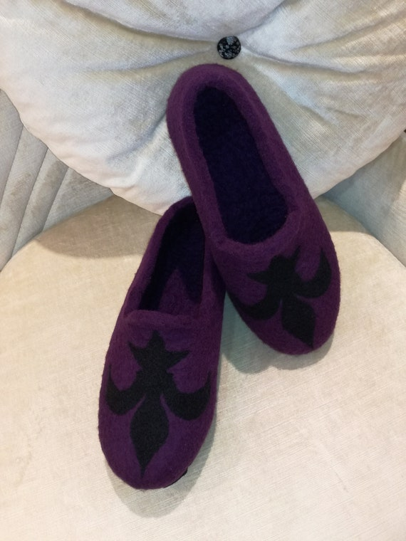 "Gotland sheep wool slippers ""Fleur de Lys"" , felted with leather soles"