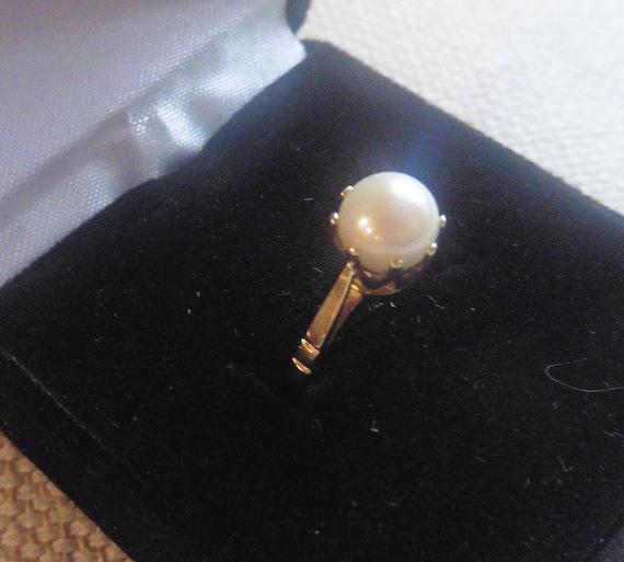 Vintage Subtle Creamy Pearl 9ct Ring.   Pearl Jewe