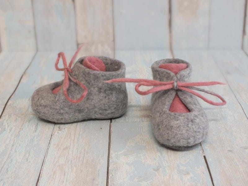 Gift for baby Warm Merino booties Felted baby shoes Merino Warm wool gray with pink boots First baby girl booties Handmade eco-friendly footwear a989d5