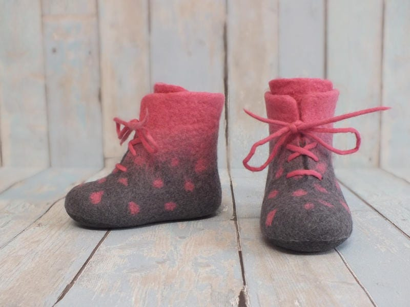 Merino wool booties Baby felt crib shoes Girls baby warm gray boots Felted polka dots gray warm with pink boots First gift baby Newborn wool footwear 4ac5a9