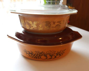 Pair of Vintage Pyrex Casserole Dishes