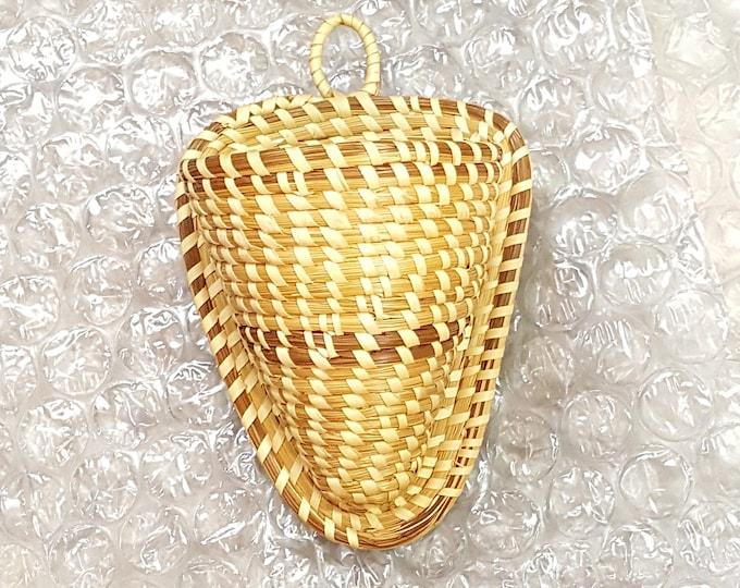 On Sale - Vintage Charleston Sweet Grass Basket Wall Vase Pocket Cone Conical Good Condition