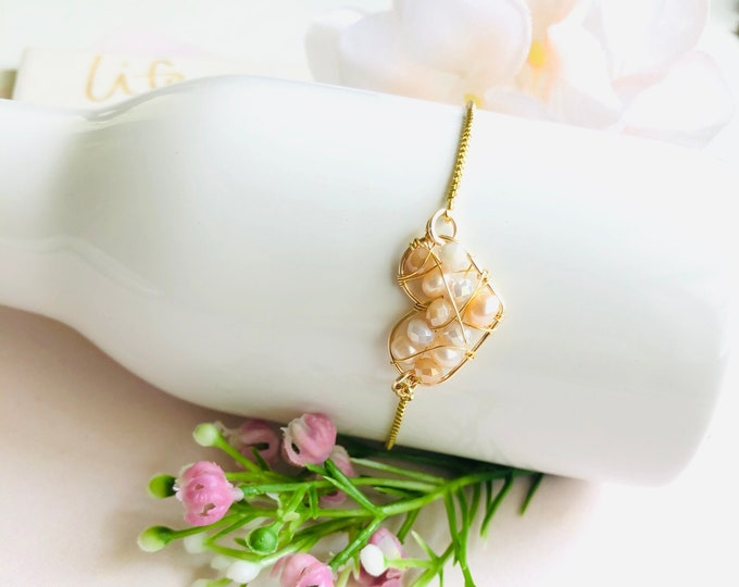 Wire Heart Pearl Bracelet, june birthstone bracelet, dainty fresh water pearl bracelet, mothers day gift, mother daughter bracelet