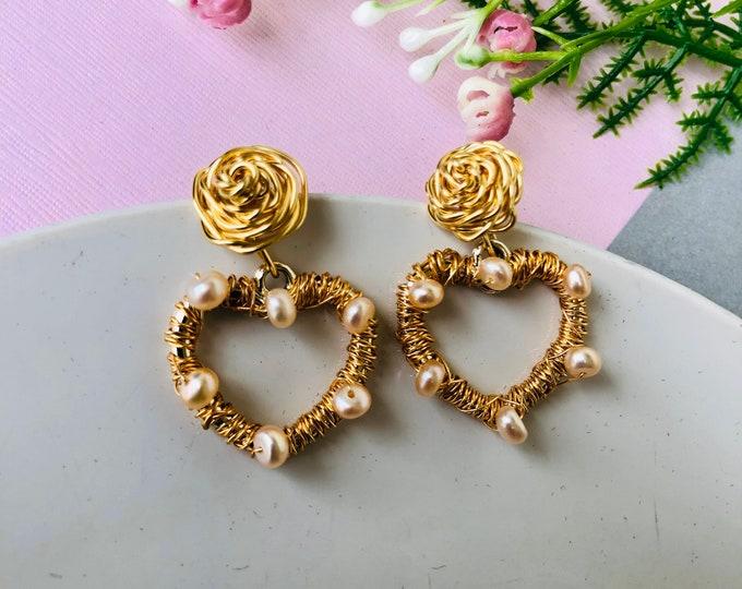 Wire heart earrings, real pearl earrings, delicate earrings dangle, minimalistic earrings, freshwater pearl earrings, edgy earrings