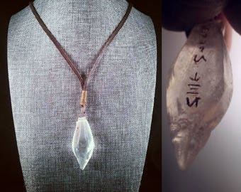Jyn's Kyber Crystal Pendant Necklace - Trust In The FORCE Soulinertia - Lightsaber Jyn Erso Rogue One Jedi Star Wars Galaxy's Edge cosplay
