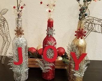Bouteilles de vin qui brillaient de joie; Décorations de Noël