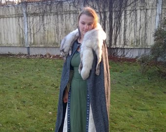 Medieval wool cloak with or without fur
