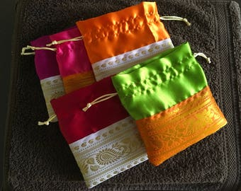 Set of 50 assorted potli bags (N0167)