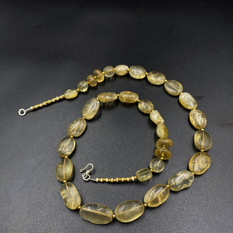 Ancient crystals quartz from Himalaya old beads antique