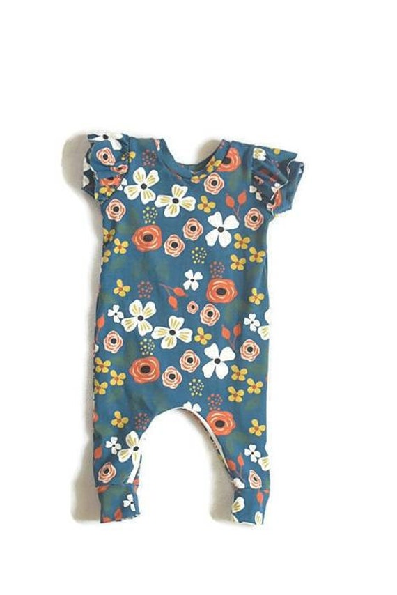 Spanish Knitwear Baby Girls Romper out-fit-Peach-New Born up to 6mth very cute!